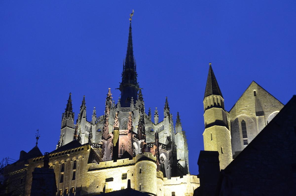abbaye nuit mont saint michel