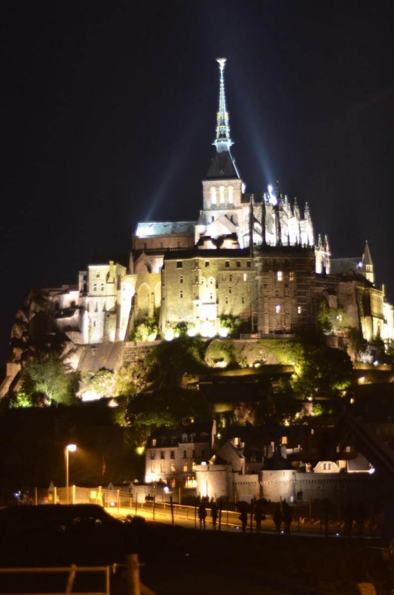 mont saint michel de nuit