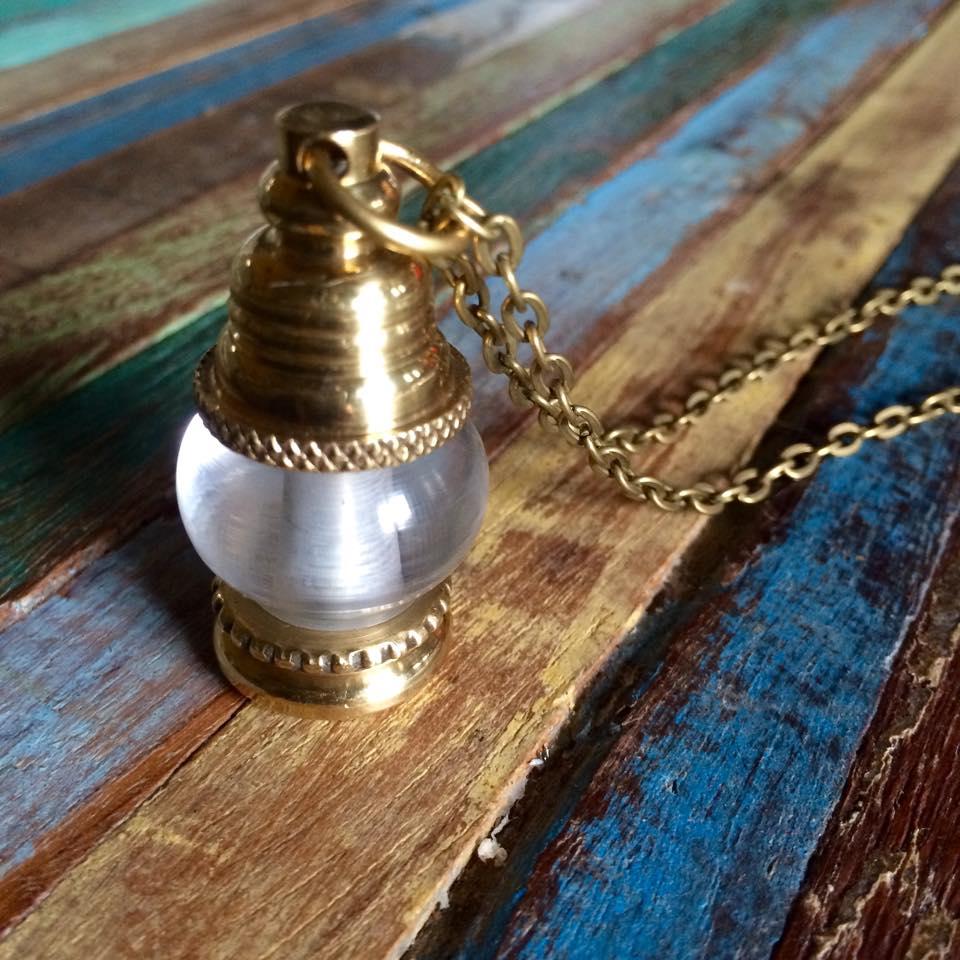 Sautoir lampe à pétrole